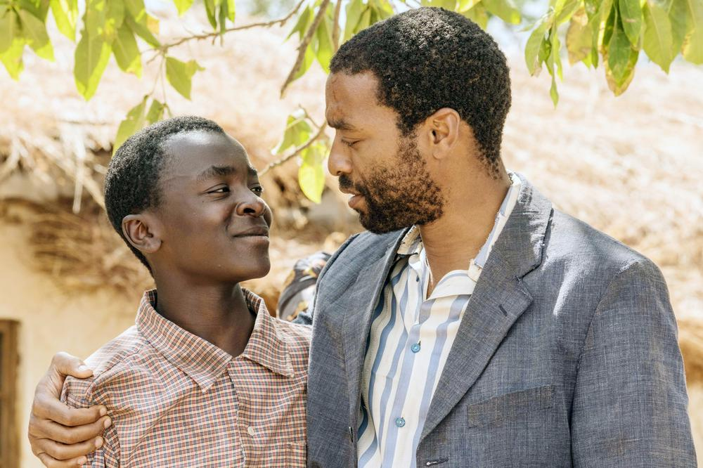 THE BOY WHO HARNESSED THE WIND, FROM LEFT: MAXWELL SIMBA, CHIWETEL EJIOFOR, 2019. PH: ILZE KITSHOFF/© NETFLIX